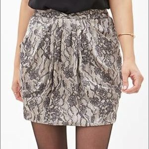 NWT F21 Black&Cream lace like print skirt Size XS